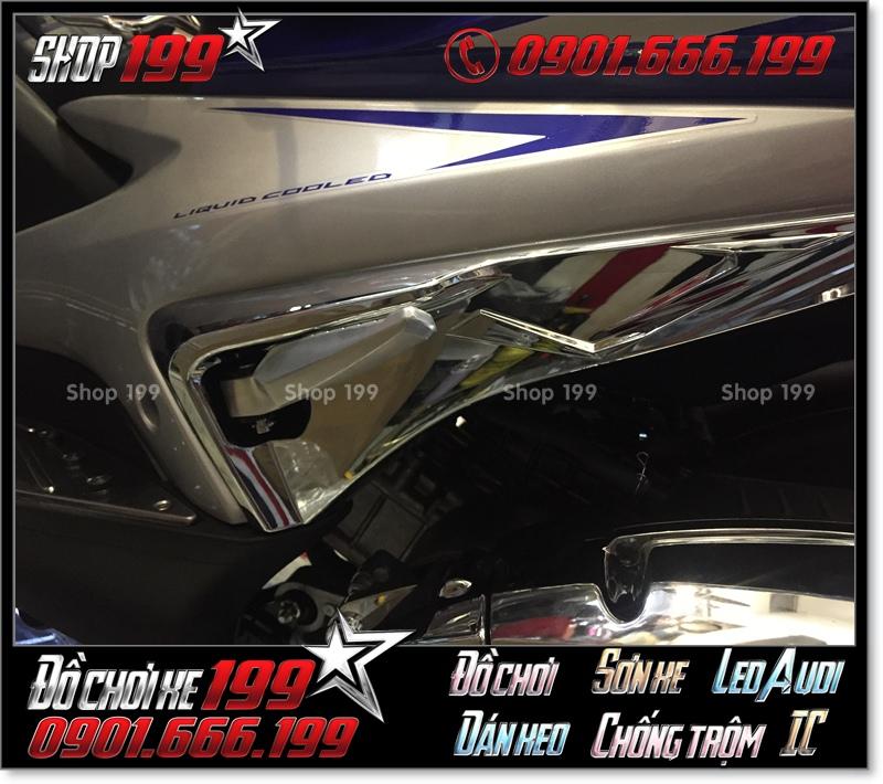 Ốp hông gác chân sau xe máy Yamaha NVX bằng inox xi cực đẹp