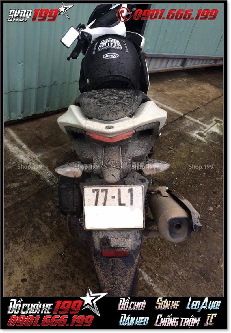 Xe Yamaha NVX sau chuyến đi đường dài đã văng bùn khá bẩn