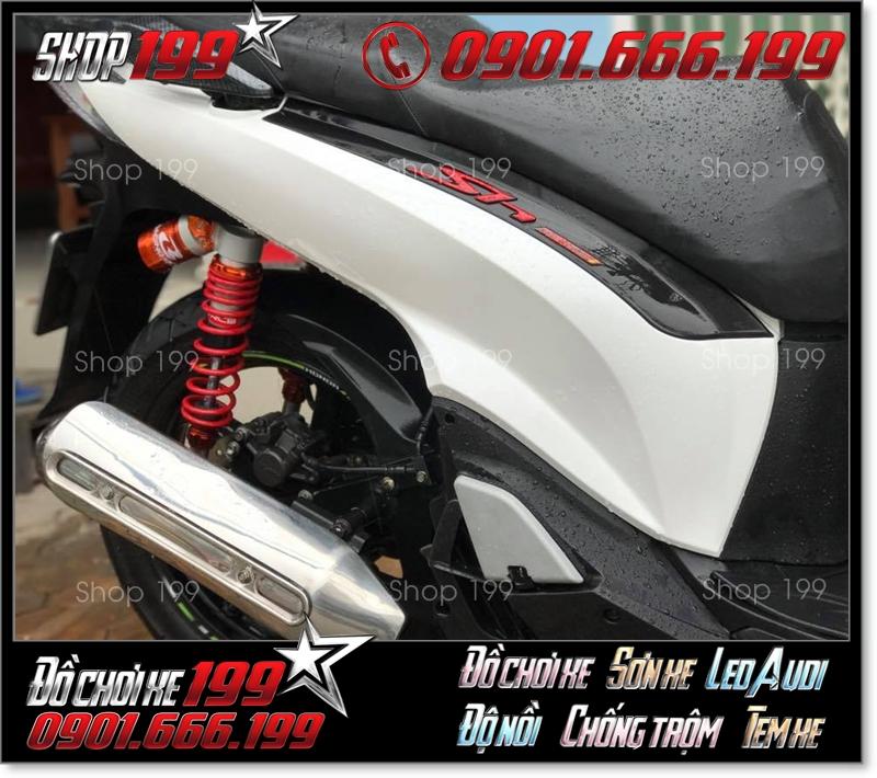 Phuộc Racing Boy có bình dầu màu cam độ nổi bật cho xe SH màu trắng