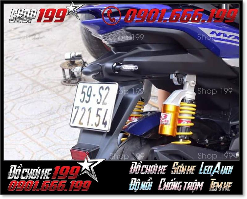 Phuộc Racing Boy có bình dầu màu vàng độ nổi bật cho xe Yamaha NVX màu xanh