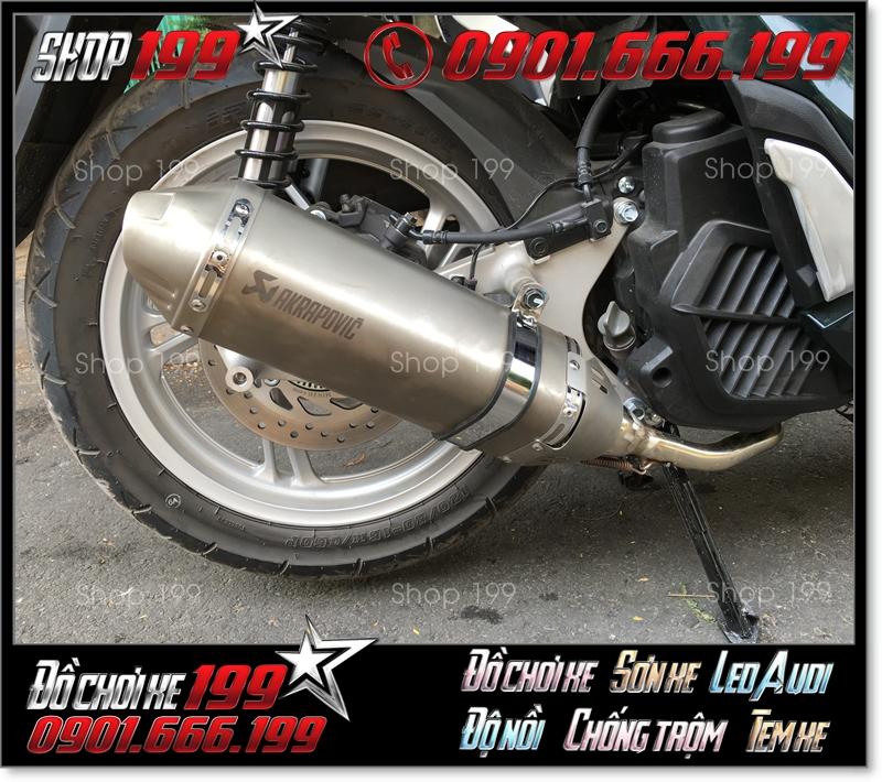Pô Akrapovic màu bạc độ đẹp và sang cho xe máy