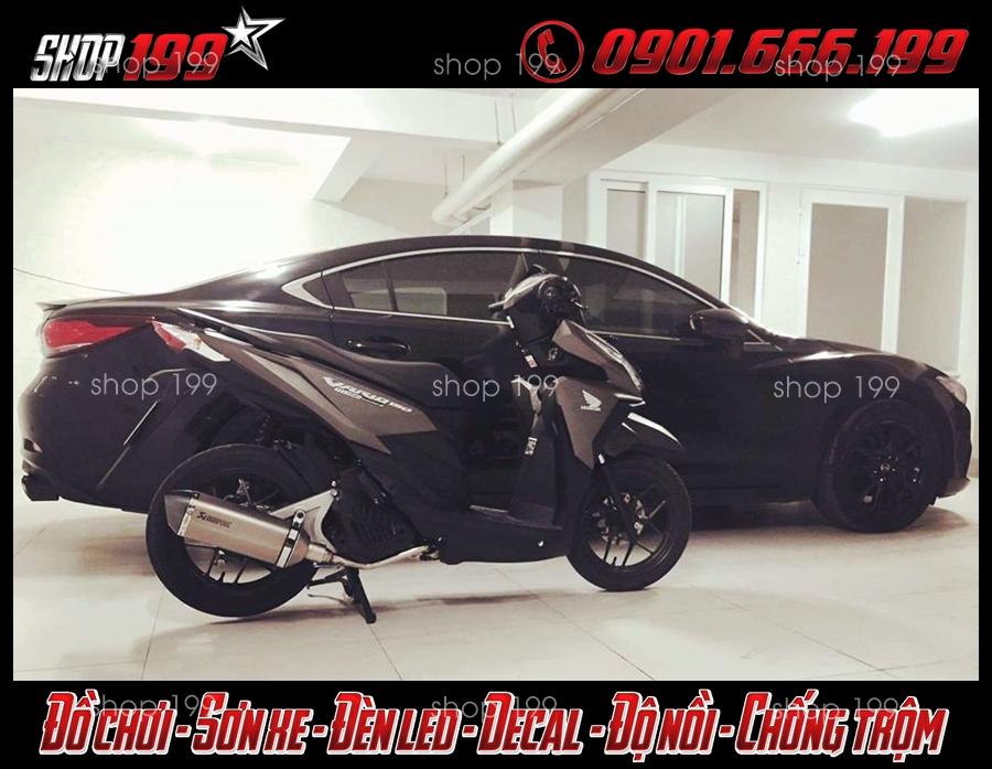 Honda Vario 150 màu đen độ pô Akrapovic màu bạc đẳng cấp và sang trọng