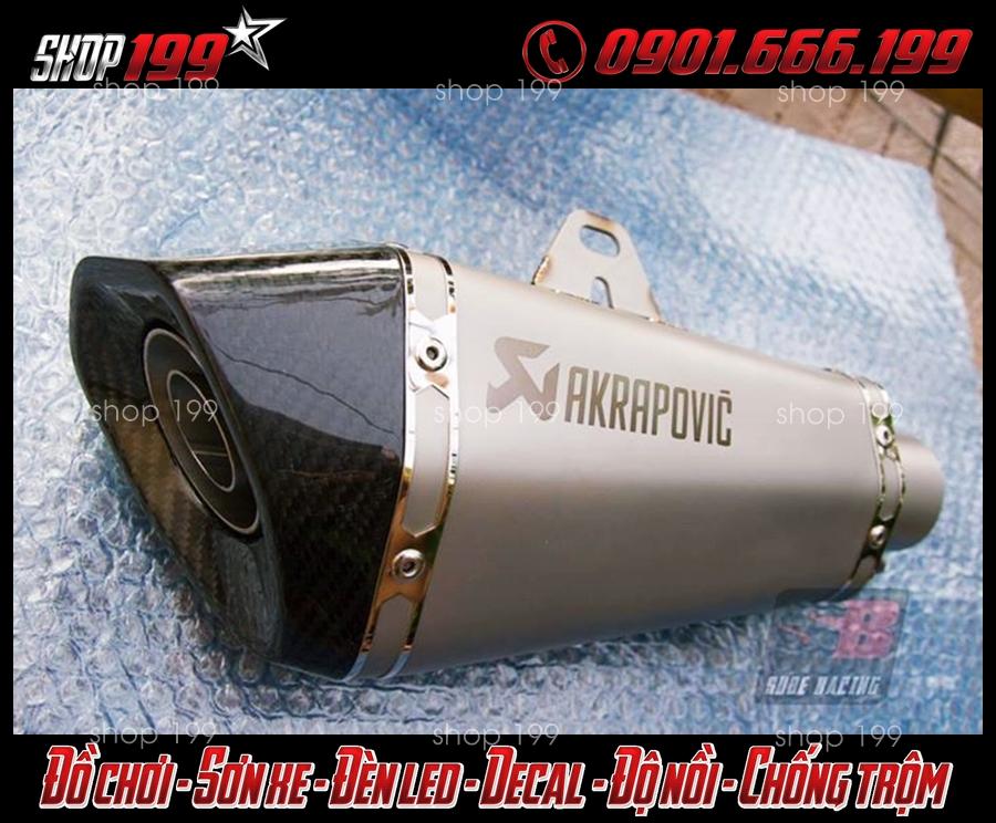 Hình ảnh Pô Akrapovic màu bạc độ cho xe Fz 150i tại HCM